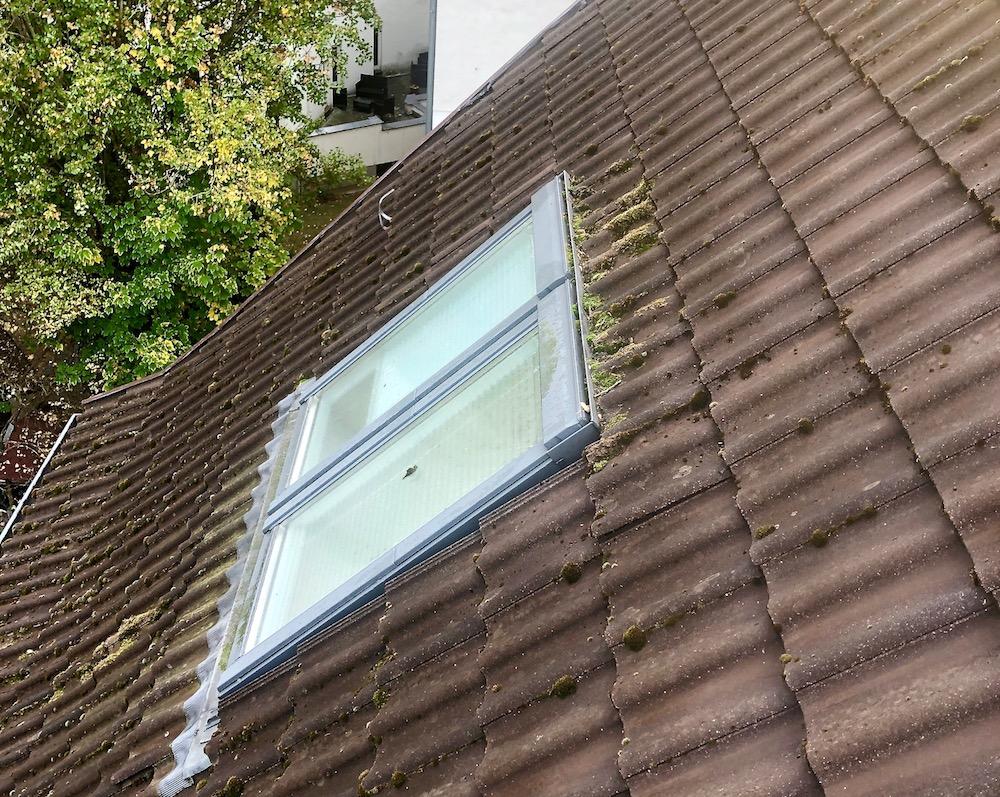 Dach-Fenster-Regenablauf-reinigen