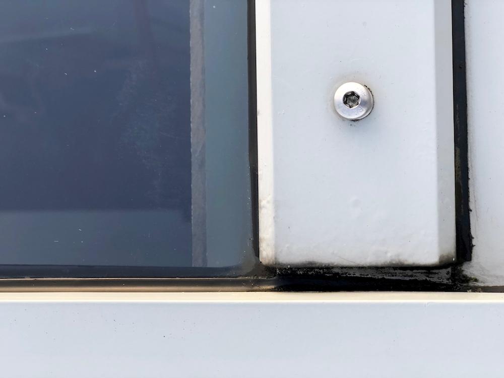 Fenster-Dach-Wasser-Ablauf-reinigen