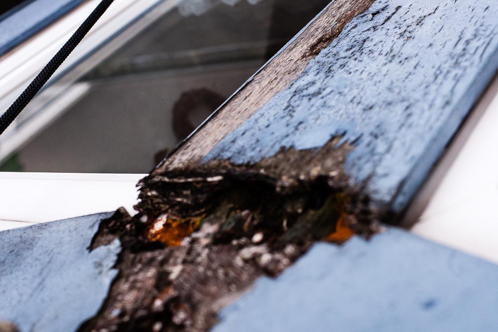 Schaden-Holzfenster-Dachbereich-nicht-sichtbar-von-innen