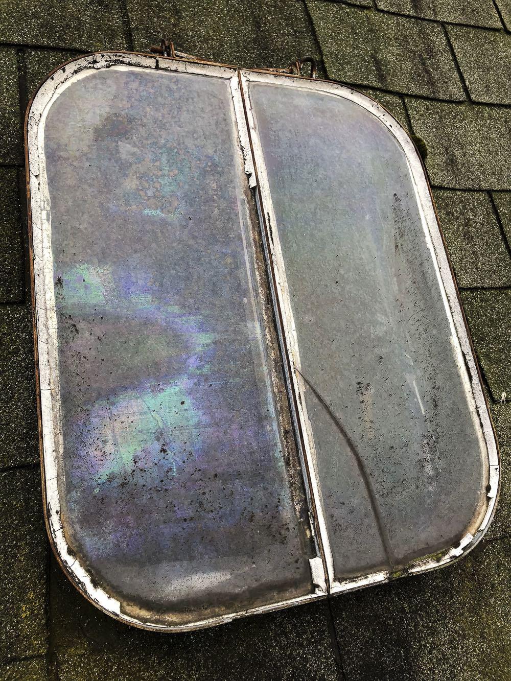 Dachfenster-defekt-Risse-im-Glas