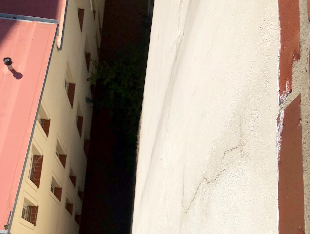 Fassade-Riss-Gefahr-Feuchtigkeit